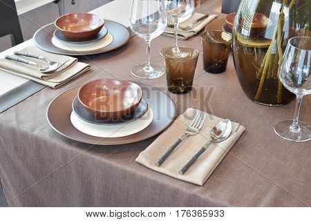 Close Up Modern Classic Dining Set O Weeden Dining Table