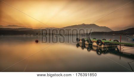 Boa e molo sul Lago Grande di Avigliana