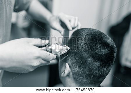 Man's haircut trimmer in the beauty salon .