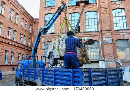manipulator loading equipment at the construction site