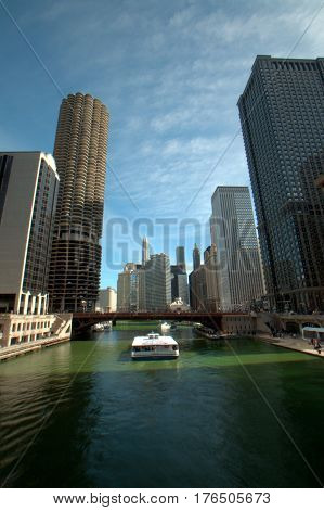 Chicago River Green Dearborn Street Bridge Marina Towers Sightseeing Tour boat