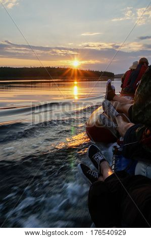 Photo of boat swimming on lake at sunset