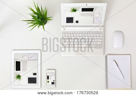 Responsive Design Theme Example different Electronic Gadgets Computer Tablet and Telephone with same Image on screen