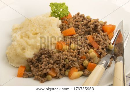 mince and tatties with pea and carrot on a plate