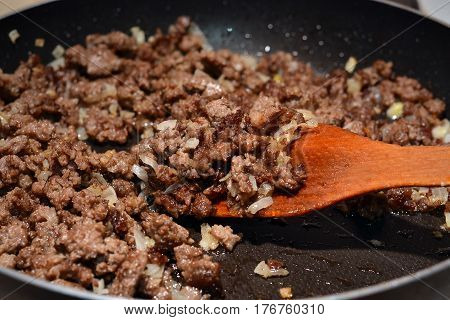 Process of frying minced meat with onion.