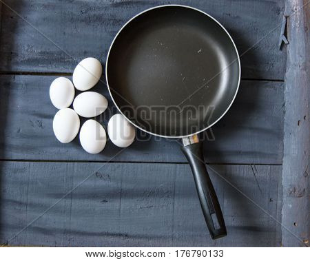 Making eggs in the pan, baking eggs in the pan, pictures of pans and eggs, pictures of eggs and pans in different concepts