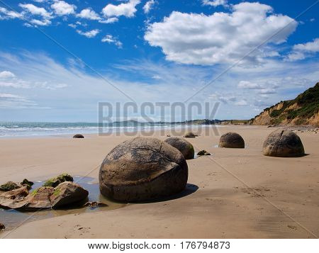 Strange Geological Phenomena Moeraki Boulders