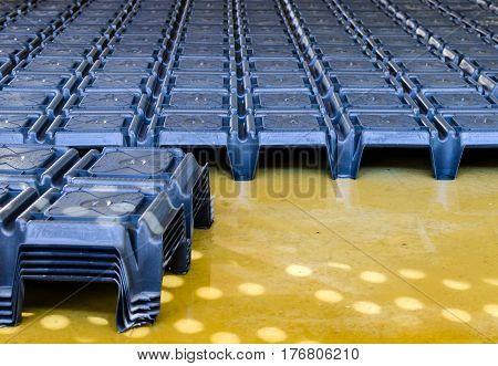 Disposable formwork for ventilated under floor cavities