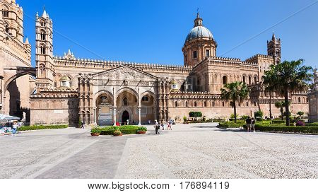 Ourists On Square And Palermo Cathedral