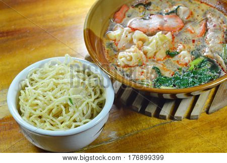 egg noodle and Chinese pork dumpling in Tom Yum soup