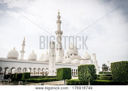 Sheikh Zayed Mosque in Abu dhabi. Wide angle view