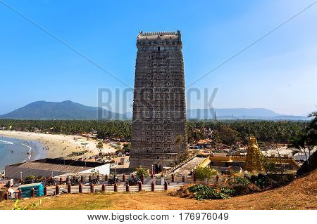 MURUDESHWAR INDIA Gopuram of Murudeshwar Temple was built in 2008 dedicated to Hindu god Shiva and it is 72 meters high.