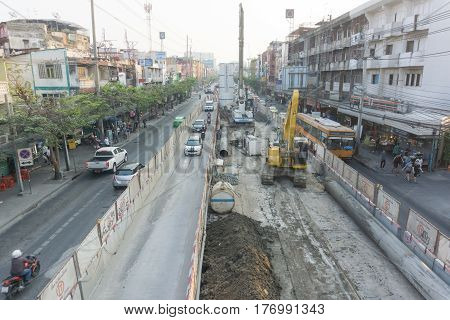 BANGKOK, THAILAND - March 5, 2017 : Traffic on Phahon Yothin Road under construction BTS green line in Bangkok Thailand.