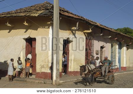 Santiago De Cuba, Cuba-april 14,2016: Streetlife Scene With Talking People And Horse And Carriage At