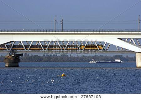 HSL Moerdijkbrug voor de snelle treinen over het hollandsch diep in Nederland