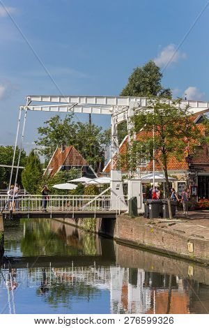Edam, Netherlands - August 25, 2017: Little White Bridge In The Historic Center Of Edam, Holland
