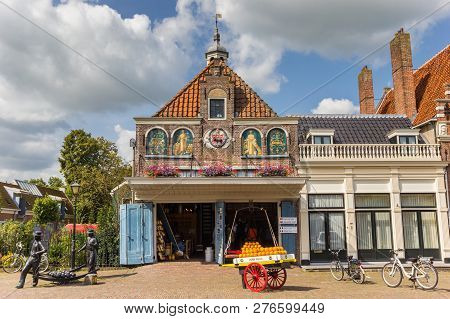 Edam, Netherlands - August 25, 2017: Cheese Shop At The Market Square In Edam, Holland