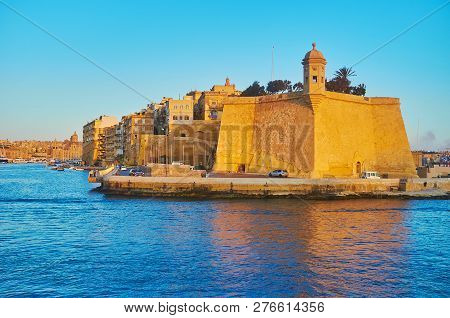 Explore Fortifications Of L-isla (senglea) And Vittoriosa Marina During The Sunset Cruise Along Vall