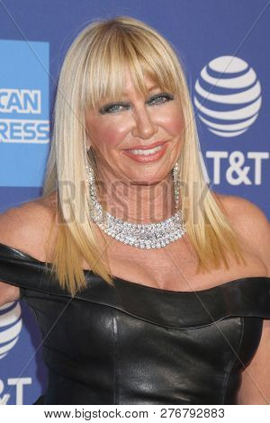 PALM SPRINGS - JAN 17:  Suzanne Somers at the 30th Palm Springs International Film Festival Awards Gala at the Palm Springs Convention Center on January 17, 2019 in Palm Springs, CA