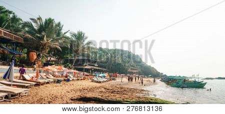 Chapora, India - Dec 9, 2014: Bungalow, Traditional Boat And Restaurant Shacks On Piles At The Beach