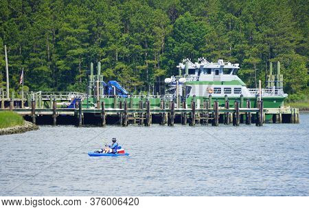 Virginia Beach, U.s.a - June 30, 2020 - The View Of The Boat Dock And A Kayak On Owl's Creek On A Ho