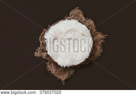 Newbown Digital Background - Wooden Bowl With Faux Fur, Juta Layer And Brown Background