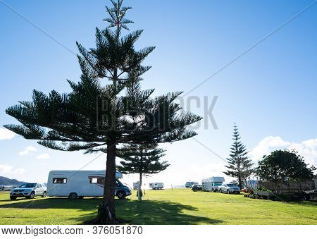 Northland, New Zealand, Nz - July 12, 2020: Campervans, Motorhomes And Cars At Tauranga Bay Holiday