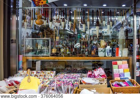 Seoul, South Korea - 1 June 2014, The Korean Brush Retails And Souvenirs Are Salled On The Walking S