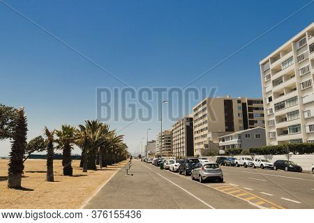 Street In Mouille Point Promenade, Cape Town Towards Sea Point Green Point Park, South Africa.