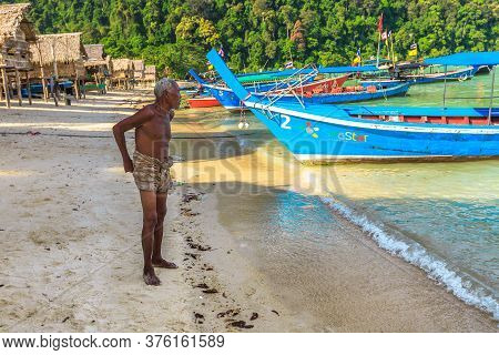 Surin Islands, Phang Nga, Thailand - January 3, 2016: Sea Gypsies Old Man On The Beach At Moken Trib