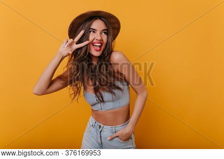 Blissful Woman With Trendy Makeup Posing With Peace Sign And Laughing. Studio Portrait Of Graceful L