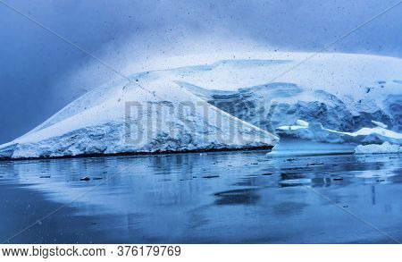Snowing Blue Glacier Snow Mountains Paradise Bay Skintorp Cove Antarctica