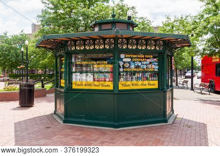 Pittsburgh, Pennsylvania, Usa 7/13/20 The Ticket Booth For The Pittsburgh Tour Company That Offers S