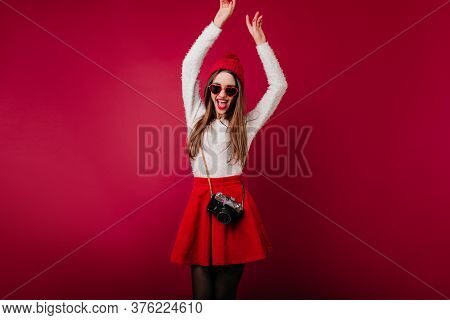 Magnificent White Woman In Good Mood Dancing With Camera. Lovable Dark-haired Female Photofrapher Ex