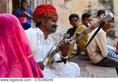 Jodhpur, Rajasthan, India, Circa 2020. Sarangi Player Performing In His Traditional Dress And Head G