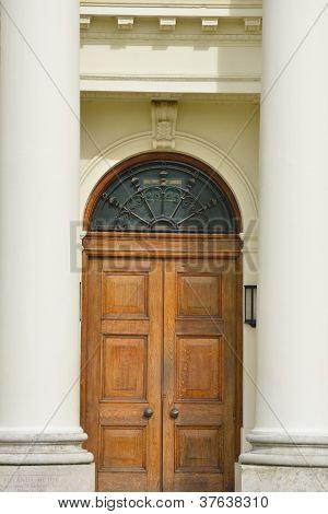 Detail der Tür mit Spalten