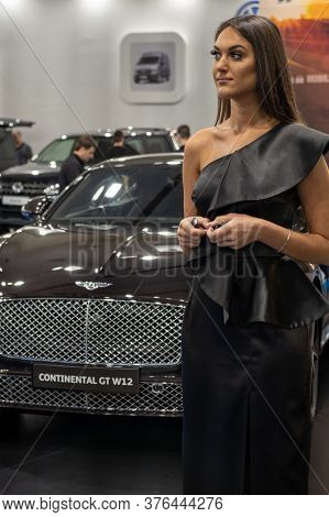 Belgrade / Serbia - March 23, 2019: Beautiful Hostess Girl And Luxurious Bentley Limousine At The Be