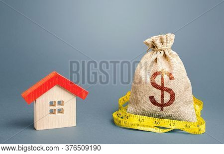 House And A Dollar Money Bag. Property Real Estate Valuation. Buying And Selling, Fair Price. Calcul
