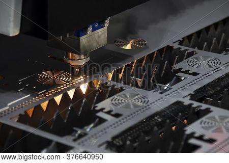 The Fiber Laser Cutting Machine Cutting The Cpu Case  Plate.the Hi-technology Sheet Metal Manufactur