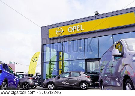 Bordeaux , Aquitaine / France - 07 07 2020 : Opel Store Dealership With Yellow Car Sign Logo Of Germ
