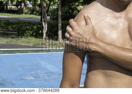 The Hand Grips The Arm That Inflammation From A Sports Injury.