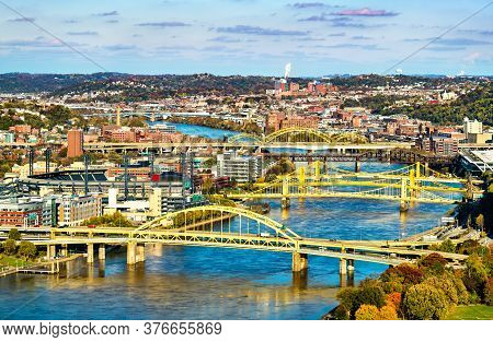 Numerous Bridges Across The Allegheny River In Pittsburgh - Pennsylvania, United States