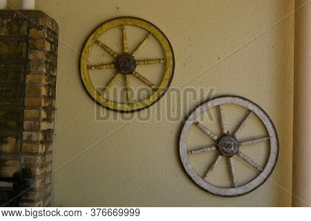 Old American West Style Wagon Wheel  Antique Wagon Wheel Widely Used For Decades In Transport Wagons