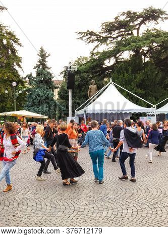 Verona, Italy, September 27, 2015 : Locals And Tourists Dance Folk Dances Together At Piazza Bra In