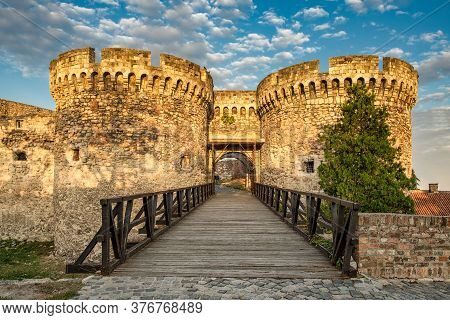 Belgrade / Serbia - October 6, 2018: Zindan Gate Of The Historic Belgrade Fortress In Kalemegdan Par