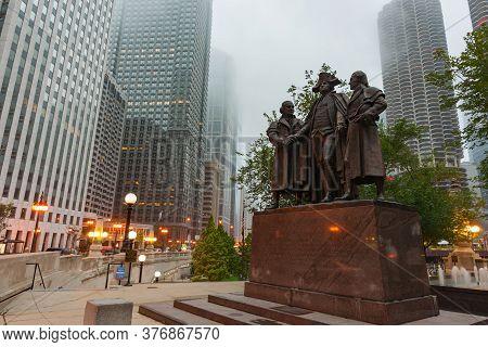 Chicago Usa - August 30 2015; Heald Square Monument With George Washington, Robert Morris, Haym Salo