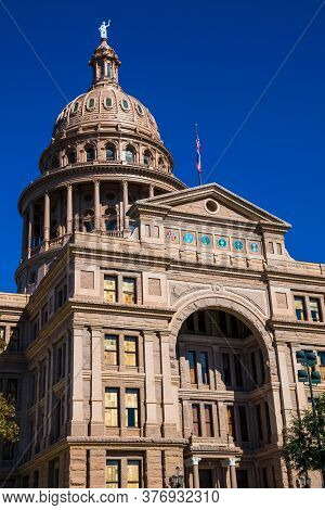 Perfect Front View Of The Record Tall Building , The Crown On Top Of The Texas State Capitol Buildin