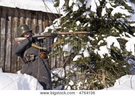 Soviet-finnish War 1939-1940: Finnish Soldier Aims From A Rifle