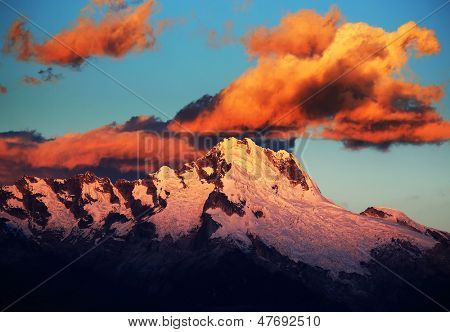 Sunset light over Cordiliera Blanca, Peru, South America poster