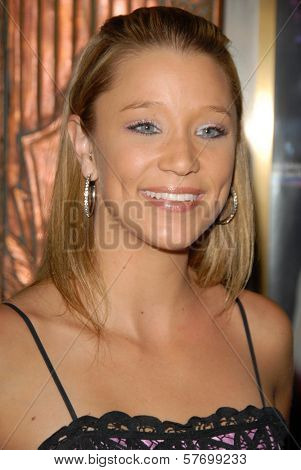 Kristen Renton  at the Los Angeles Premiere of 'Legally Blond The Musical'. Pantages Theatre, Hollywood, CA. 08-14-09
